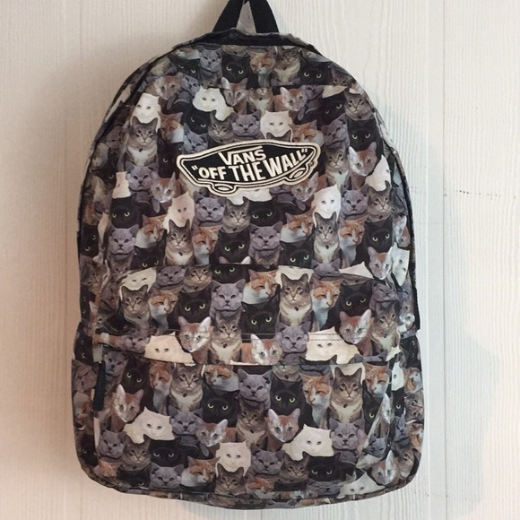 2c23938edb6d Vans Off the Wall Cats Backpack. M 5c4355f98ad2f9ea2edd2127